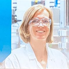 Sandrine Heutz - Wikipedia Study Chemistry, Liquid Nitrogen, Research Grants, University College London, Imperial College, Blue Pigment, Bank Of England, Information Processing, Royal Society