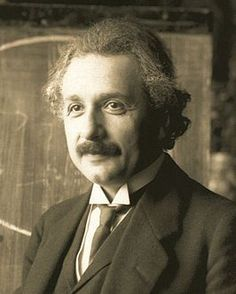 Albert Einstein voor het bord tijdens een voordracht te Wenen in 1921.