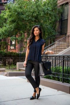 Casual and comfy work outfits inspiration with flats (16) #flatsoutfitwork
