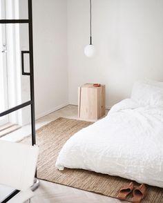 Home Interior Colors Scandi Bedroom, Home Bedroom, Modern Bedroom, Bedroom Decor, Bedrooms, Bedroom Ideas, Minimalist Interior, Minimalist Bedroom, Minimalist Decor