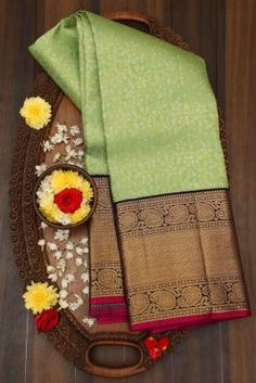 Kanjivaram Sarees Silk, Kanchipuram Saree, Soft Silk Sarees, Cutwork Blouse Designs, Pattu Saree Blouse Designs, Latest Silk Sarees, Silk Sarees Online, Simple Saree Designs, Bottle Green Saree