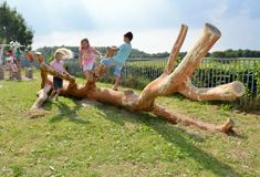 Home - Speelmaatje Mother Bears, Mall Design, World Play, Natural Playground, Playground Design, Outdoor Classroom, Forest School, Early Learning, Outdoor Projects