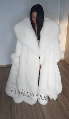 Fur Cape, Cape Coat, Fur Coat Fashion, Animal Fur, White Fox, Fox Fur Coat, Fetish Fashion, Mantel, Panthers