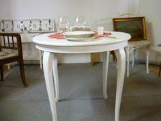 Shabby-Chic Tisch bei HIOB Frutigen http://hiob.ch/schnaeppchen/shabby-chic-tisch #Schnäppchen #Trouvaille