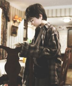 "Daniel Radcliffe in the first Harry Potter film, the ""Philosophers Stone"" Magia Harry Potter, Mundo Harry Potter, Harry James Potter, Harry Potter Tumblr, Harry Potter Cast, Harry Potter Quotes, Harry Potter Universal, Harry Potter Fandom, Harry Potter Movies"