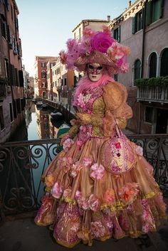 Venice Carnival Costumes, Venetian Carnival Masks, Carnival Of Venice, Rio Carnival, Mardi Gras, Venice Mask, Italy Images, Masquerade Masks, Carnivals