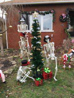 Halloween Decorations To Make, Halloween Food Crafts, Halloween Displays, Spooky Decor, Halloween Crafts, Christmas Decorations, Outdoor Halloween, Halloween Outside, Holidays Halloween