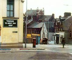 A British Army EOD Technical Officer approaches a suspect device at the junction of Manor Street and Oldpark Road in Belfast, Northern Ireland. Irish Republican Army, Rare Historical Photos, Killed In Action, British Army, Belfast, Northern Ireland, Britain, Chill, The Neighbourhood