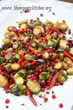 Brussels Sprouts and Fingerling Potato Hash : Simple or Dressed Up For The Holidays! Dinner Side Dishes, Healthy Side Dishes, Whole Food Recipes, Cooking Recipes, Healthy Recipes, Fingerling Potatoes, Potato Hash, Vegetable Sides