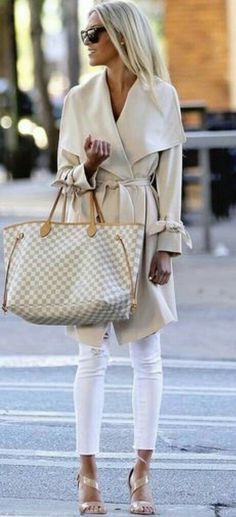 Nacktpaletten / weiße Jeans + Mantel mit Wickel Nude pallets / white jeans + coat with wrap Mode Outfits, Chic Outfits, Fashion Outfits, Fashion Trends, Fashion Ideas, Fashion Advice, Fashion Bloggers, Fashion Styles, Dress Fashion