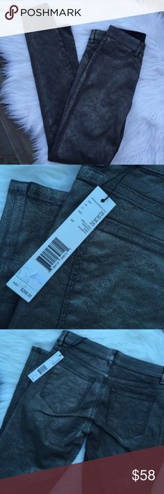 NWT Elie Tahari Ankle Jeans, Gunmetal Sz 25 Elie Tahari Azella Skinny Ankle Jacquard Jeans. Coated in gunmetal. Mid rise. Four pocket style. Cotton / polyester / spandex. Elie Tahari Jeans Ankle & Cropped