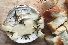 Sometimes the best things in life are just really, really simple. Like a baked camembert cheese. We like it with garlic and rosemary - a holy union of flavours. Baked Camembert, Camembert Cheese, Cheese Party, Dinner Parties, Tray Bakes, Food Food, Vegan Vegetarian, Food To Make, Amy