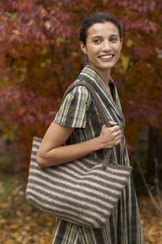 Image of Windy City Tote-Free on Lionbrand.com http://www.lionbrand.com/patterns/80890AD.html?noImages=