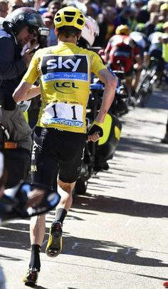12 tappa Tour de France caduta nel finale di Chris Froome, in seguito a uno… Bicycle Race, Mtb Bike, Road Bike, Uci World Tour, Chris Froome, Cycling Motivation, Bike Pedals, Pro Cycling, Cycling Outfit