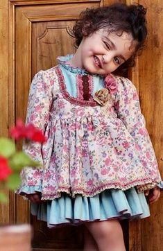 Who is Anahita Hashemzadeh the Beautiful Girl Cute Baby Boy Photos, Cute Little Baby Girl, Cute Kids Pics, Cute Baby Videos, Beautiful Kids, World's Cutest Baby, Cute Baby Girl Wallpaper, Cute Babies Photography, People