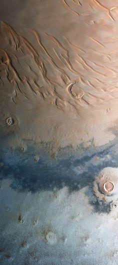 The Mars Express orbiter captured this stunning view of the north polar region of Mars /by ESA/DLR/FU Berlin (G. Neukum)