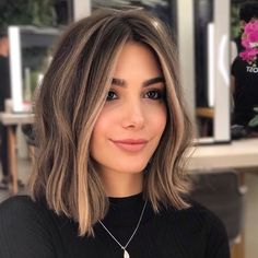 Easy and Simple Cute Hairstyles Ideas for Medium Length Hair Medium Hair Styles, Curly Hair Styles, Brown Hair Balayage, Short Hair With Balayage, Balayage Bob, Brown Blonde Hair, Blond Medium Length Hair, Highlights Short Hair, Shoulder Length Hair Bangs