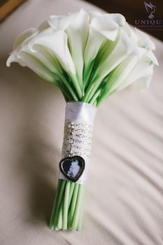 We attached a little photo of the bride's mum to the bouquet