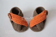 Crochet baby sandals baby gladiator sandals by EditaMHANDMADE Crochet Baby Boots, Crochet Baby Sandals, Booties Crochet, Crochet For Boys, Crochet Shoes, Crochet Slippers, Baby Booties, Boy Crochet, Baby Gladiator Sandals