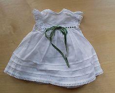 Kleid-weiss-Spitze-Puppenkleid-aus-XL-Puppen-Sammlung-Hobbyaufloesung-11