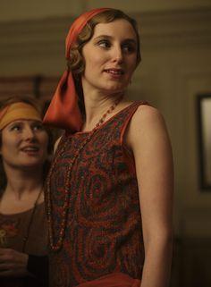 Work that head-scarf, Edith! Work it!