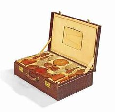 a_ladys_crocodile_dressing_case_cartier_early_20th_century_d5732835h.jpg (340×332)