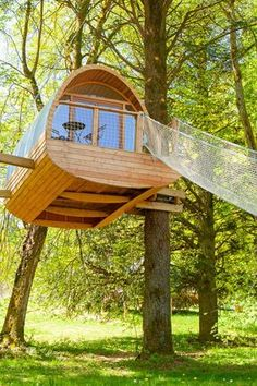 Incredible Tree House Rentals for a Unique Vacation near Grenoble, France Incredible Tree House Rent Adult Tree House, Tree House Plans, Diy Tree House, Beautiful Tree Houses, Cool Tree Houses, Pallet Tree Houses, House Beautiful, Unique Vacations, Tree House Designs