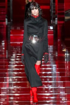 Versace Fall 2015 Ready-to-Wear Collection Photos - Vogue