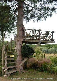 Outdoors Discover Who hasn& dreamed of having a tree house? What about this idea for an outdoor space? Outdoor Rooms, Outdoor Fun, Outdoor Gardens, Outdoor Living, Rustic Gardens, Outdoor Bedroom, Outdoor Bathrooms, Outdoor Seating, Outdoor Projects