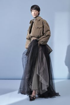 The complete Rochas Pre-Fall 2019 fashion show now on Vogue Runway. Art Conceptual, Cute Comfy Outfits, Fashion Models, Fashion Trends, Fashion 2018, Fashion Fashion, Runway Fashion, Fashion Show Collection, Vintage Outfits