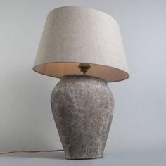 Tischleuchte Blava oval Vintage mit #Schirm  50cm #Leinen beige Haben Sie noch Platz für diese Schönheit? Die Blava #Tischleuchte ist eine #Leuchte, die niemand übersehen wird. Sie passt perfekt in jeden Raum. Robustes Design in einer klassischen Form - ein echter Blickfang für Ihr #Zuhause! Die Leuchte wird mit Schirm geliefert. #lampenundleuchten.at #Tischleuchte #Innenbeleuchtung #Lampe