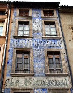 #PLACEdelaLOC: Location voiture, location camping-car, location vélos, poussettes, appareil photo ... entre particuliers sur www.PLACEdelaLOC.com pour profiter un maximum de Marseille et rencontrer les Marseillais
