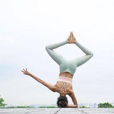 Tự tập tư thế Yoga khó tại nhà, nên hay không?. #yogaPlus #yogastudio #ballyoga #loveyourself #yoga #yogaeverywhere #yogavietnam #yogachallenge #loveyoursoul #yogaaroundtheworld #namaste