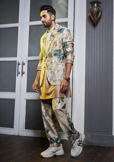 Wedding Kurta For Men, Wedding Function, Latest Outfits, Bridal Outfits, Grooms, Boy Fashion, Kimono Top, Trending Outfits, Suits