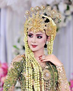 Makeup by wlamongan Kebaya Wedding, Muslimah Wedding Dress, Wedding Bride, Wedding Day Makeup, Wedding Beauty, Wedding Photography Poses, Wedding Poses, Foto Wedding, Dream Wedding