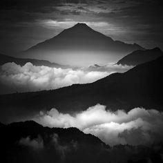 Monochromatic Photographs by Hengki Koentjoro – Fubiz Media