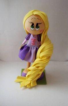 Rapunzel em nova versão com vestido curto. Confeccionada em e.v.a com base de sustentação  em m.d.f  Preços especiais para quantidades acima de 20  unidades. R$ 25,00