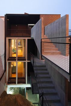 Completed in 2016 in Vila Nova de Gaia, Portugal. Images by José Campos. A building on a privileged site in dialogue with the emblematic D.Luís I bridge, the river, facing the houses and Porto´s Ribeira, embedded within a...