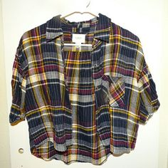 Forever 21 Cropped Flannel Worn Once Short Sleeve Loose Fitting Comfortable Flannel Forever 21 Tops Button Down Shirts