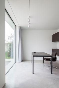 Black and white workspace. Villa CD by OOA | Office O architects. © Tim Van de Velde.