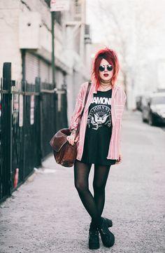 Le Happy wearing Ramones tank and a pleated skirt Dark Fashion, Grunge Fashion, New Fashion, Womens Fashion, Fashion Trends, Moda Rock, Pretty Outfits, Cute Outfits, Skirt Fashion