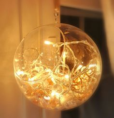 Valot ja akryylikivet Muurlan Muumipallossa. Fairylights in a glass ball.