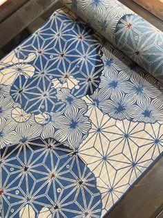 Shibori and katazome kimono fabric Japanese Textiles, Japanese Patterns, Japanese Prints, Japanese Design, Motifs Textiles, Textile Patterns, Print Patterns, Blue Patterns, Japanese Paper