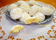 Omlós citromos keksz recept foto Sweet Desserts, Dessert Recipes, Healthy Sweets, No Cook Meals, Christmas Cookies, Caramel, Biscuits, Healthy Living, Cooking Recipes