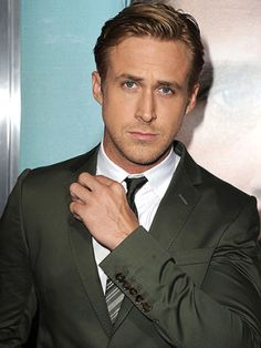 Ryan Gosling so sexy Hot Men, Hot Guys, Look At You, How To Look Better, Pretty People, Beautiful People, Trend Fashion, Style Fashion, Celebrity Gallery