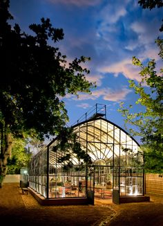 amazing Greenhouse at Babylonstoren (South Africa) Babylonstoren is one of the oldest Cape Dutch farms. It has a fruit and vegetable garden of beauty and diversity, unique accommodation, fine f. greenhouse Greenhouse at Babylonstoren (South Africa Greenhouse Plans, Greenhouse Gardening, Vegetable Gardening, Container Gardening, Outdoor Spaces, Outdoor Living, Jardin Decor, Magic Garden, Garden Art