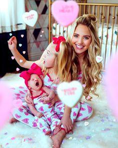 Savannah and Everleigh Celebrity Baby Pictures, Celebrity Baby Names, Celebrity Babies, Savannah Rose, Cole And Savannah, Savannah Chat, Cute Photos, Baby Photos, Family Photos