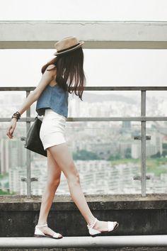 Summer Outfit White flats White shorts Crop Blue Tank Nice hat Big black shoulder bag