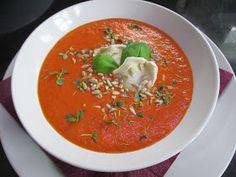 Tomaattikeitto on hyvää ja kaikenlisäksi erittäin terveellistä. Tomaatit sisältävät valtavasti lykopeenia. Pikku pointti tässä kuitenkin on....