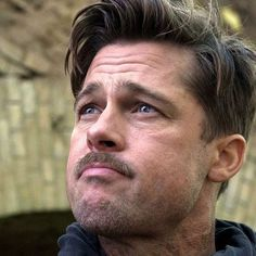 Brad Pitt Inglourious Basterds Haircut - Best Brad Pitt Haircuts: How To Style Brad Pitt's Hairstyles, Haircut Styles, and Beard #menshairstyles #menshair #menshaircuts #menshaircutideas #menshairstyletrends #mensfashion #mensstyle #fade #undercut #bradpitt #celebrity #bradpitthair Brad Pitt Haarschnitt, Brad Pitt Style, Brad Pitt And Angelina Jolie, Celebrity Hairstyles, Hairstyles Haircuts, Cool Hairstyles, Brad Pitt Hairstyles, Brad Pitt Fury Haircut, Nicki Minaj Hairstyles